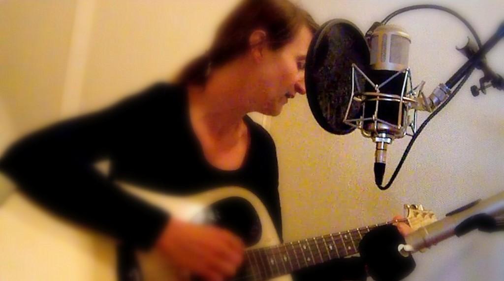 Singer songwriter Jessica neemt op