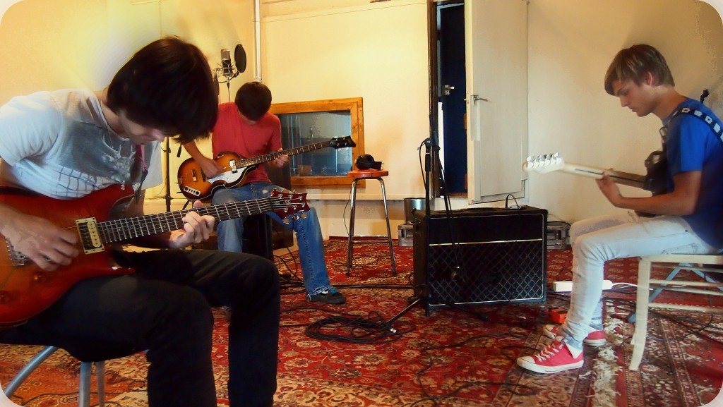Pop punk rockband White Bandage bij studio JP